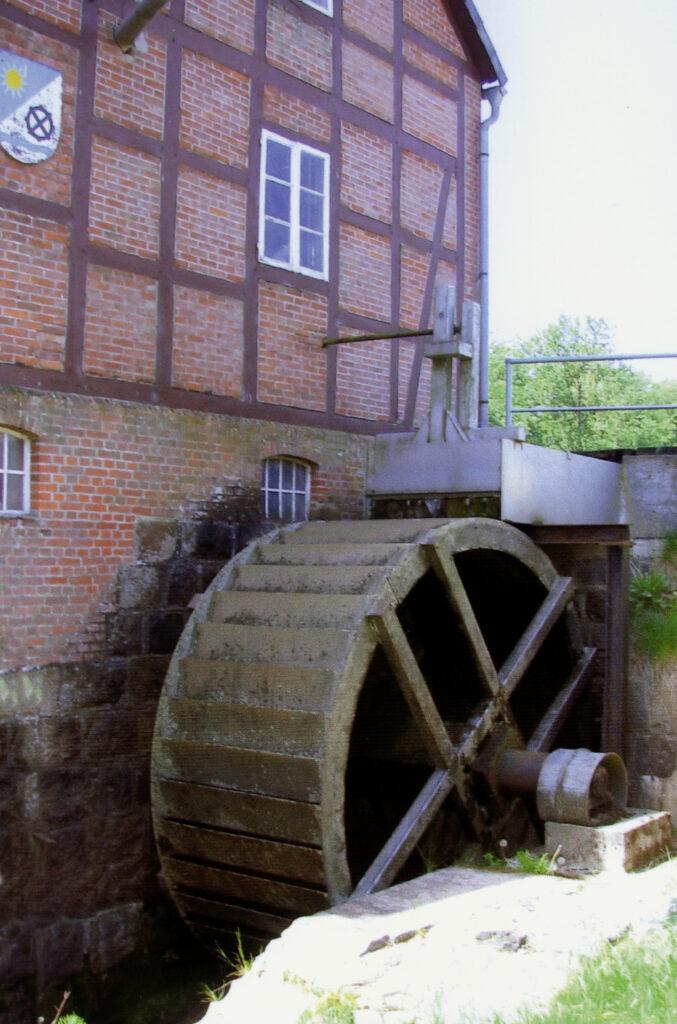 Das 1997 erneuerte Mühlrad