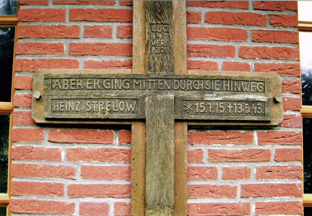 Kreuz an der Friedhofskapelle, 2009