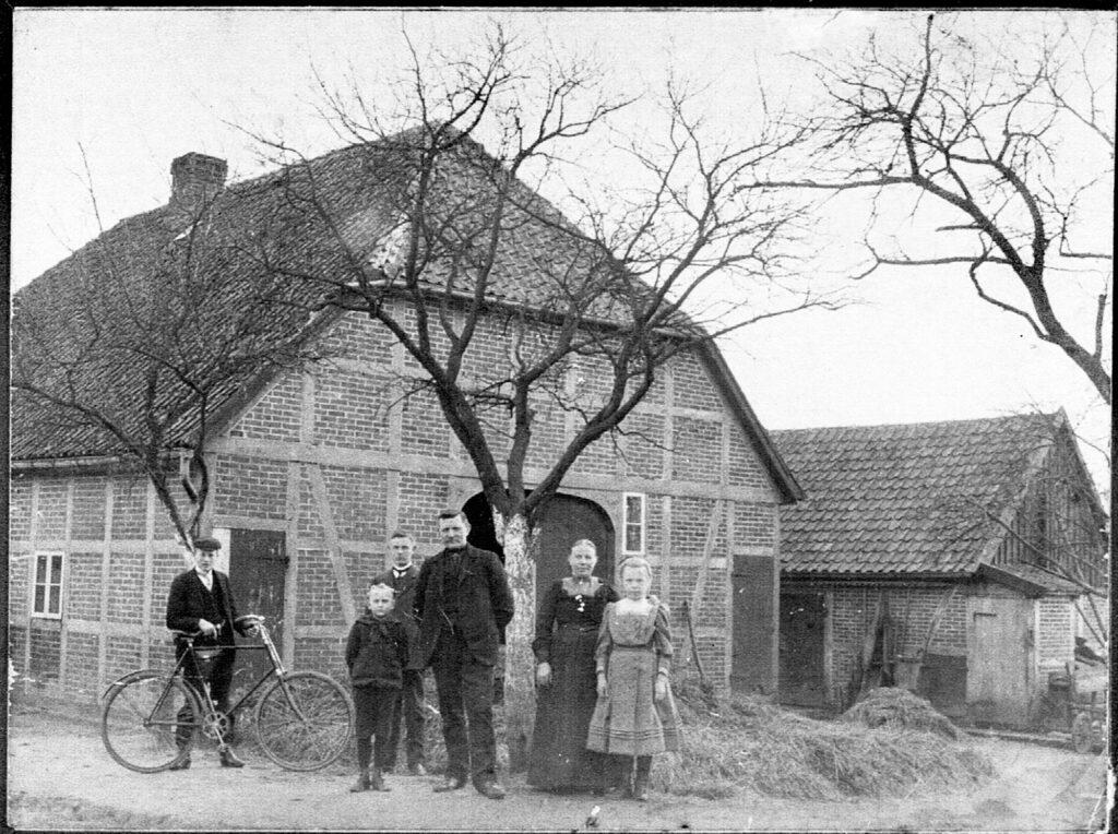 Hof Nr. 25, Johann Joachim Rabeler mit Familie um 1900